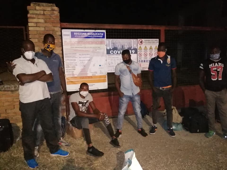 migranti in protesta a Palazzo San Gervasio